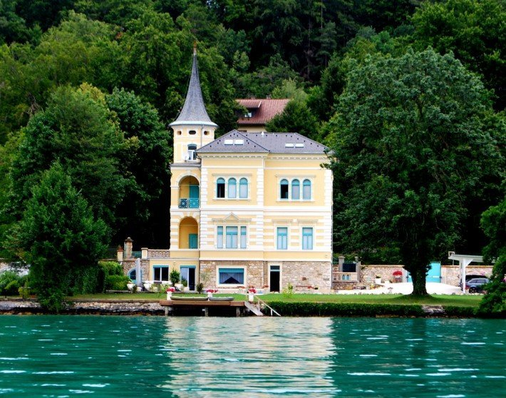 Woerthersee_Architektur_Pension_Ria